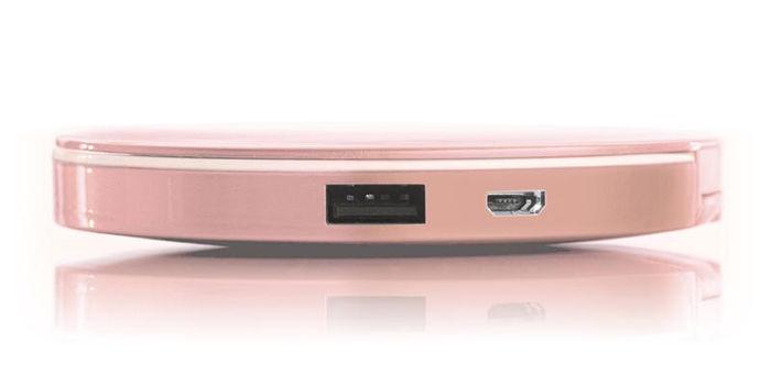 два порти USB у дзеркальця-power bank