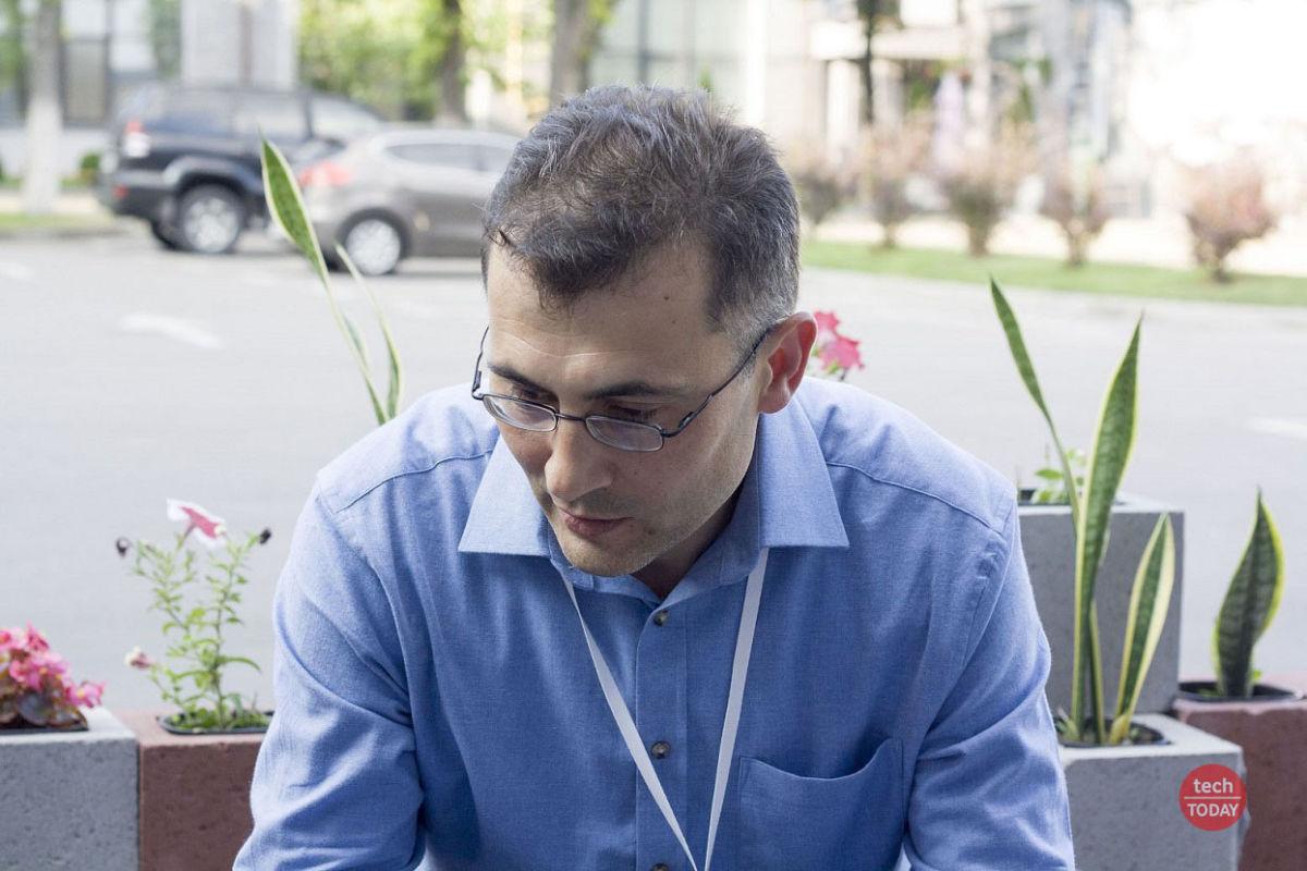 """Леонід Пономаренко: """"окрім наукової роботи вчені, які працюють в університеті, мають навчати студентів""""."""