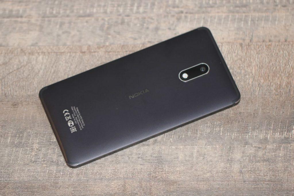 Nokia 6. Тильна панель