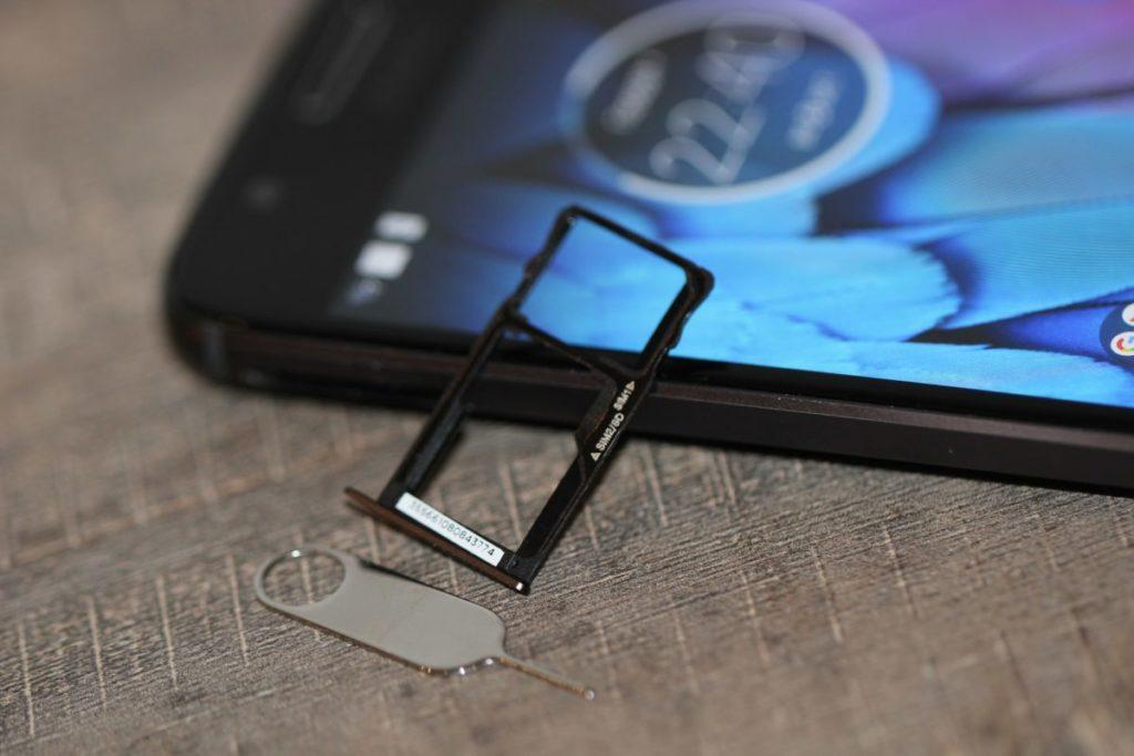Moto G5S. Гібридний слот