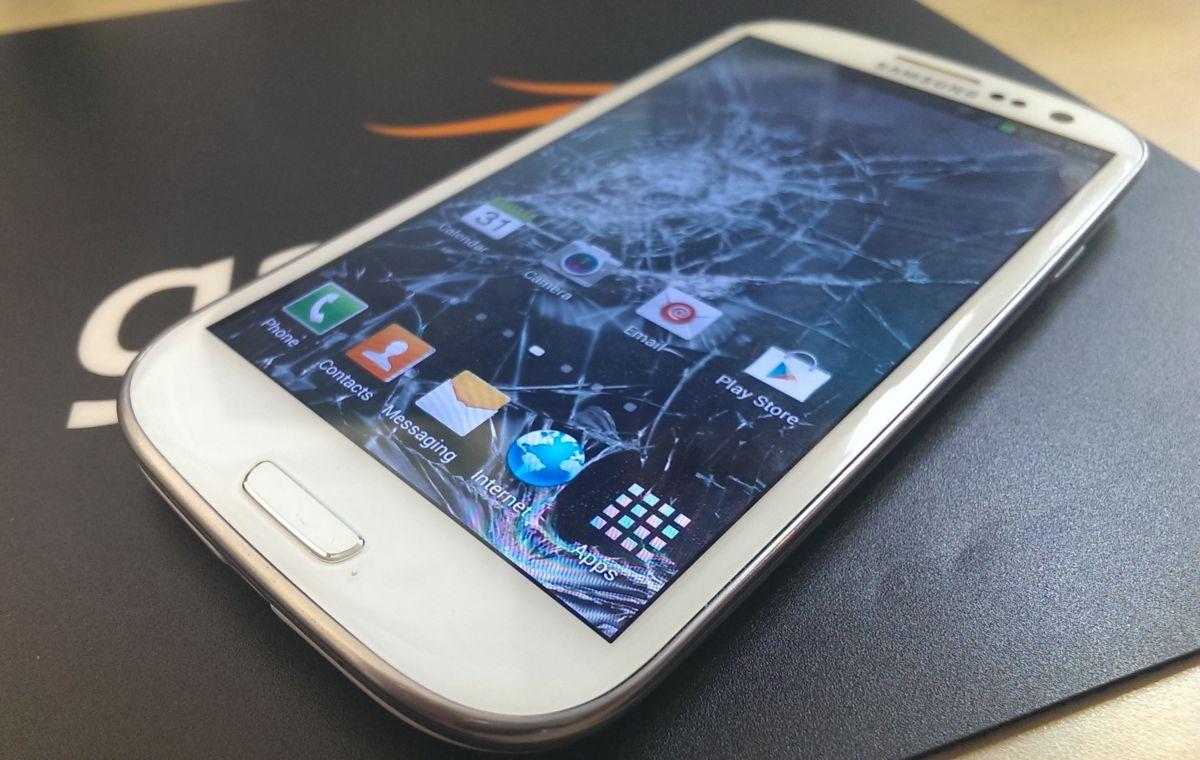 Мы невольно ломаем свой смартфон, когда выходит новая модель - TechToday