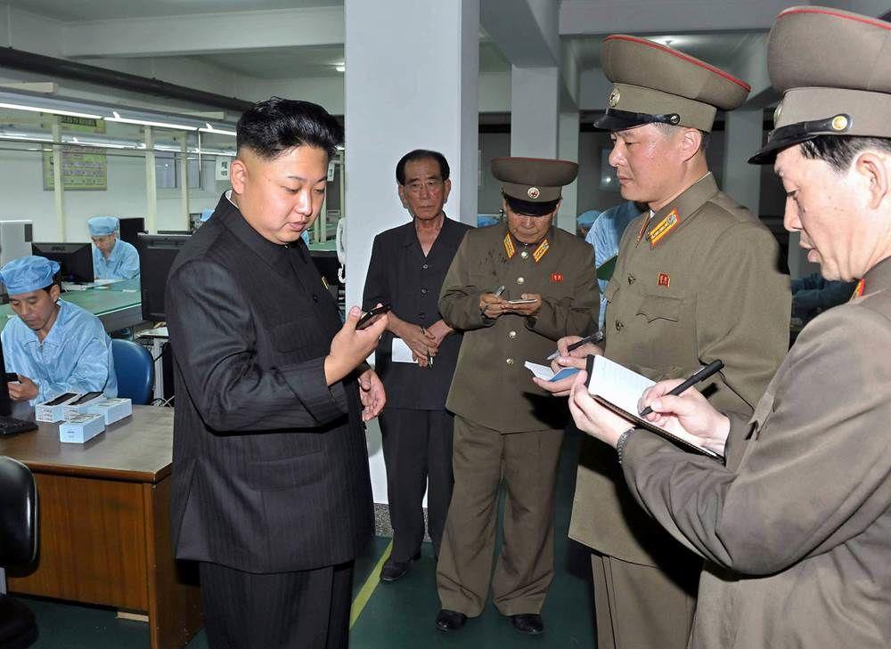 Північна Корея останнім часом співпрацює з китайськими вендорами для розповсюдження в країні. Влада цієї держави закупає мобільники по $50, а продає їх жителям по $250.