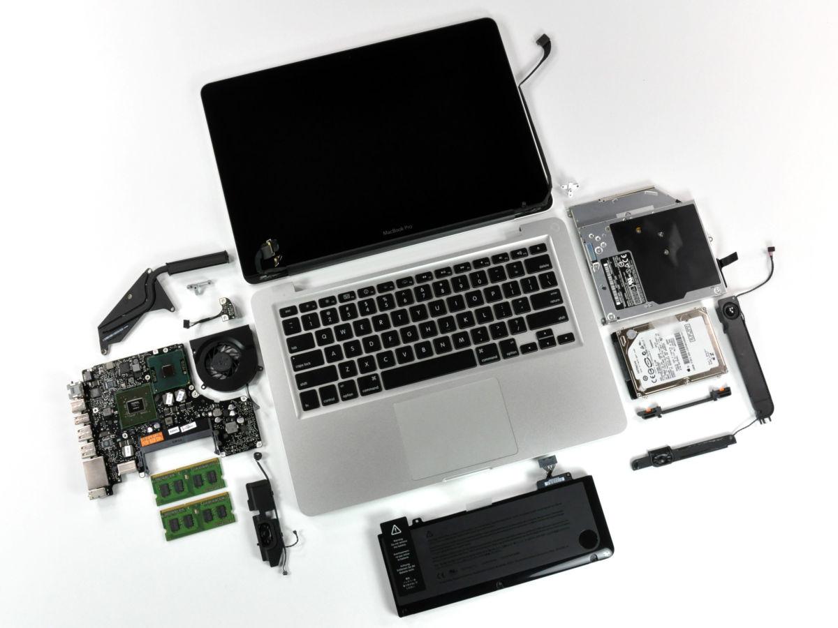 Сама Apple также пытается пустить пыль в глаза пользователей, убеждая их в высокой надежности гаджетов, хотя в суде доказывает обратное