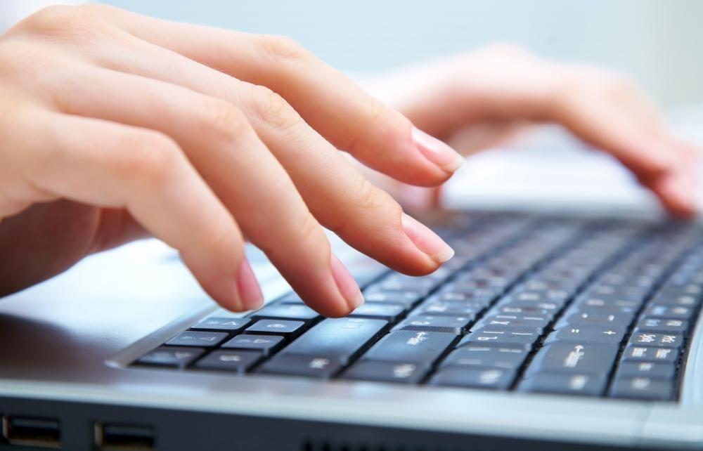 Одна из авторов исследования Антти Оуласвирта уверена, что учиться подобной технике печати специально не надо, мы приобретаем ее автоматически. Вполне возможно, что вы уже применяете перекат, когда набираете что-то знакомое, как логин или пароль.