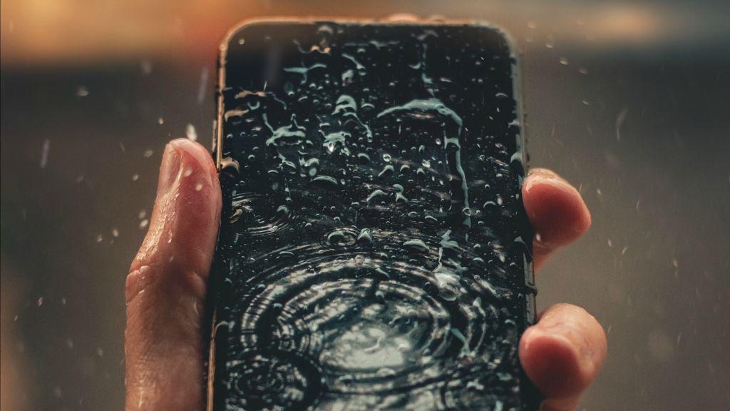 water-smartphone.jpg