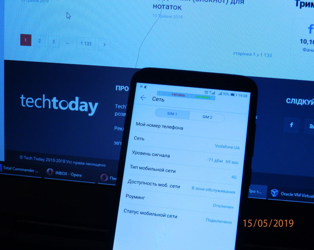 Дріт монополя видно на фоні екрану